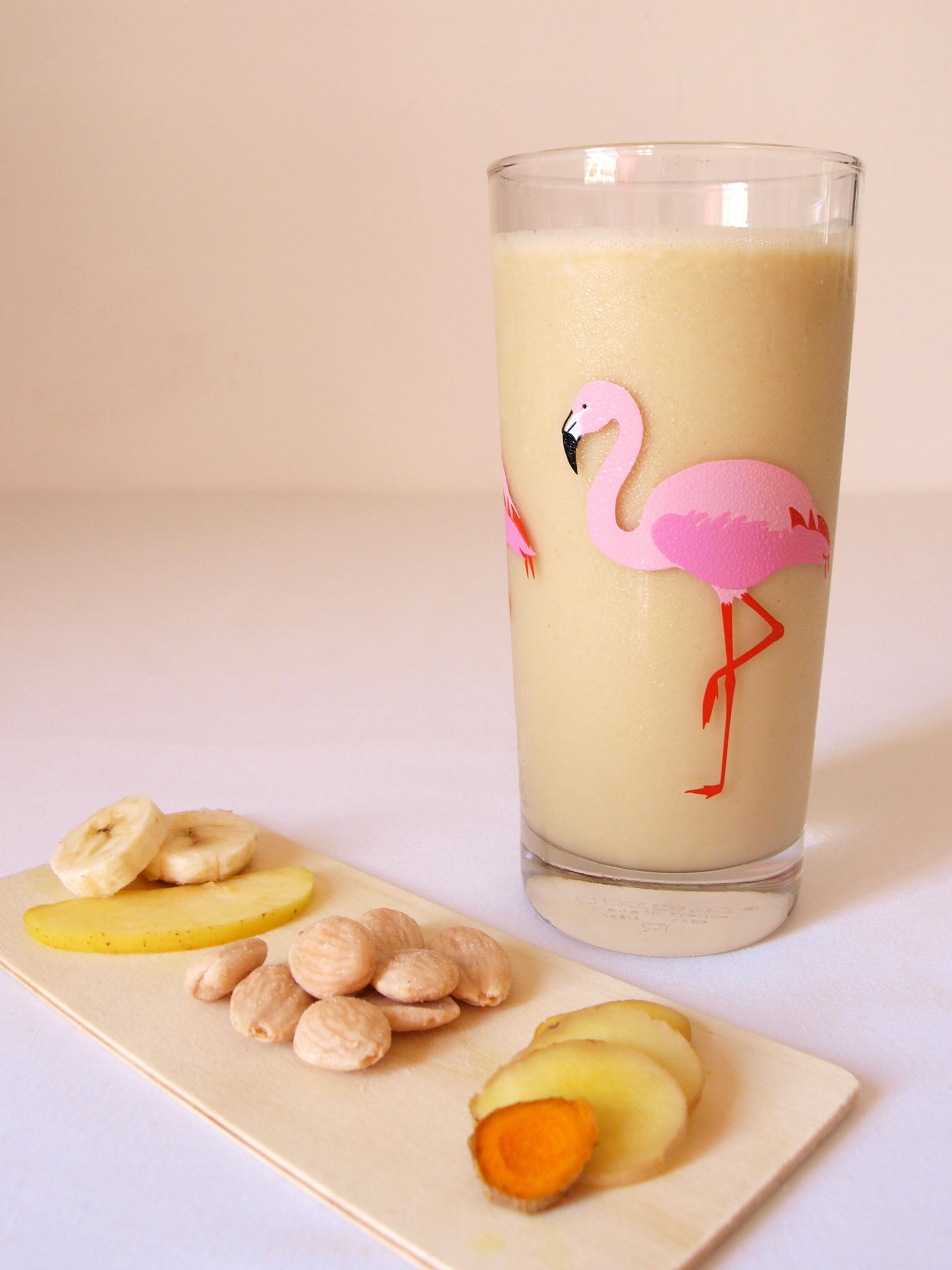 Receta de batido vegano de plátano y manzana con jengibre y cúrcuma
