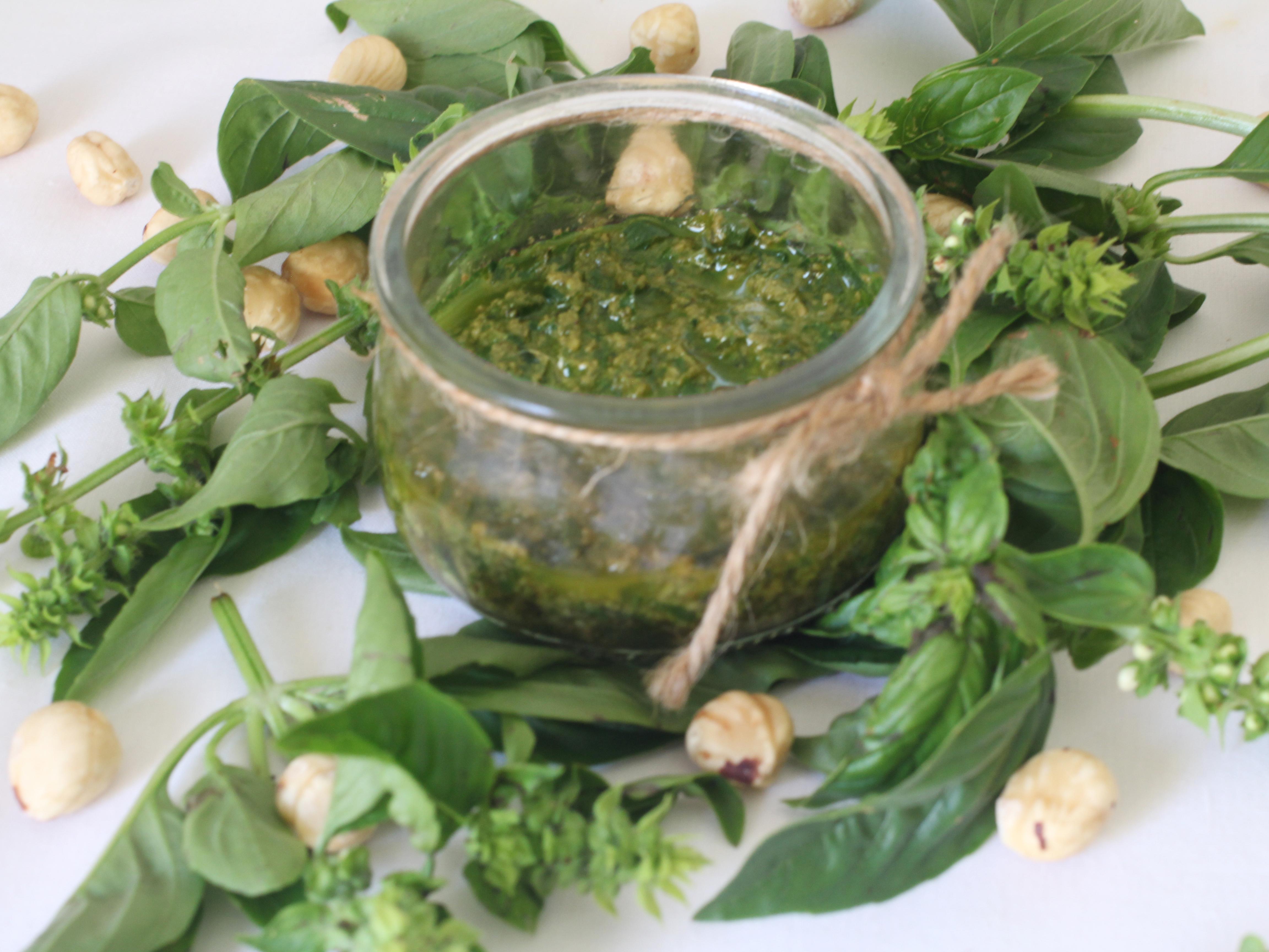 Pesto vegano de albahaca y avellanas