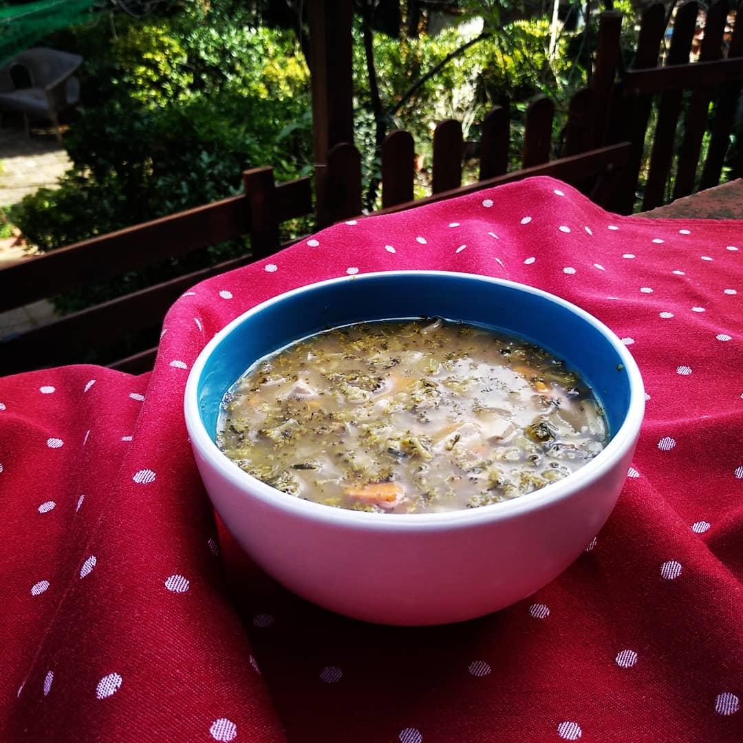 Sopa de brócoli con boniato, tofu y estragón