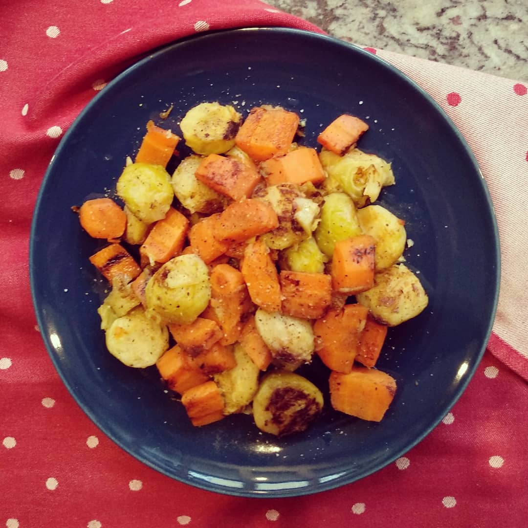 Receta vegana de Coles de Bruselas con zanahoria al vapor rehogadas