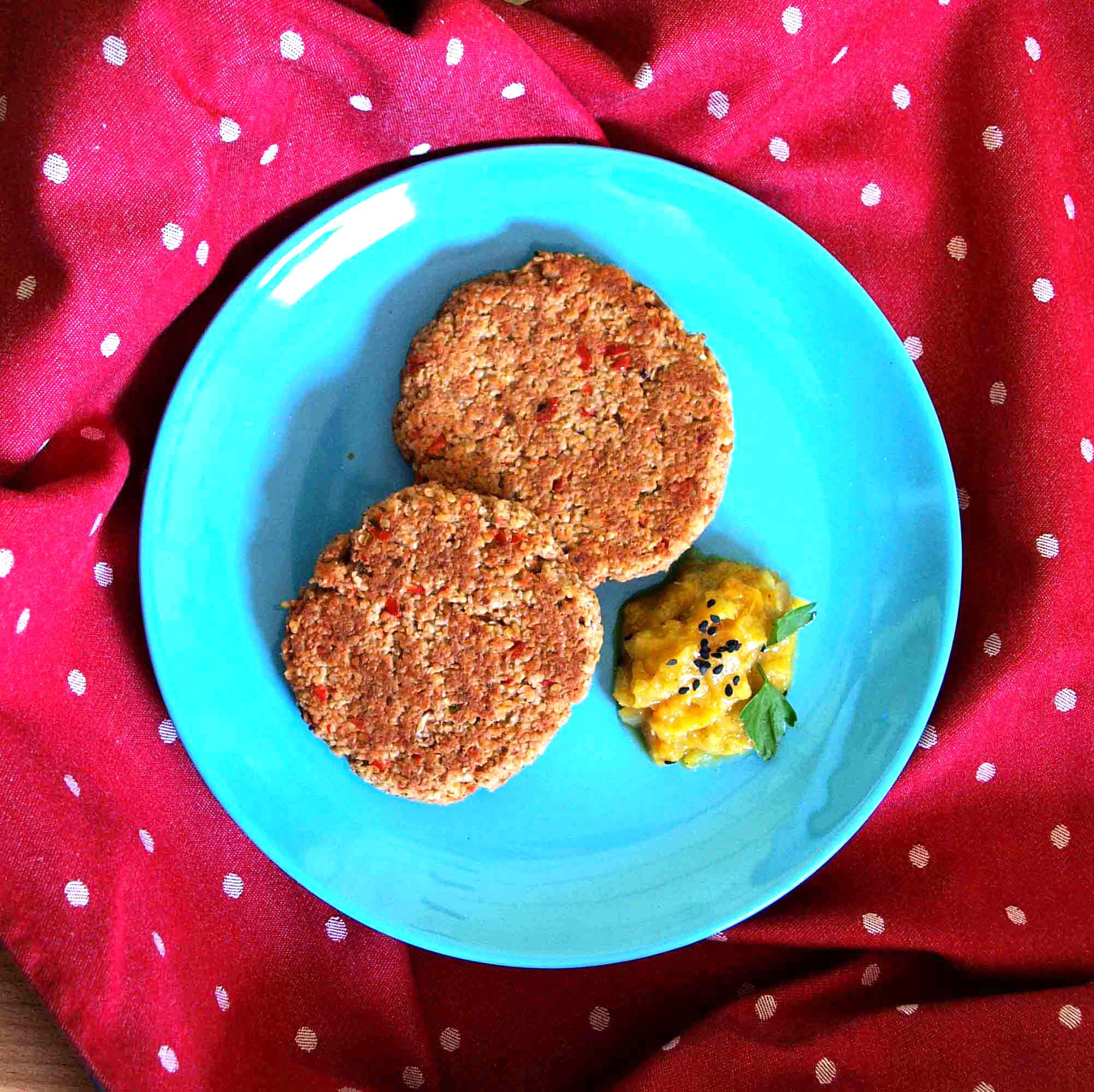 Receta vegana de hamburguesas de avena con champiñones pimiento nueces y sésamo