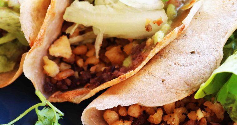 Tacos mejicanos con frijoles refritos y guacamole ¡Ándale wey!