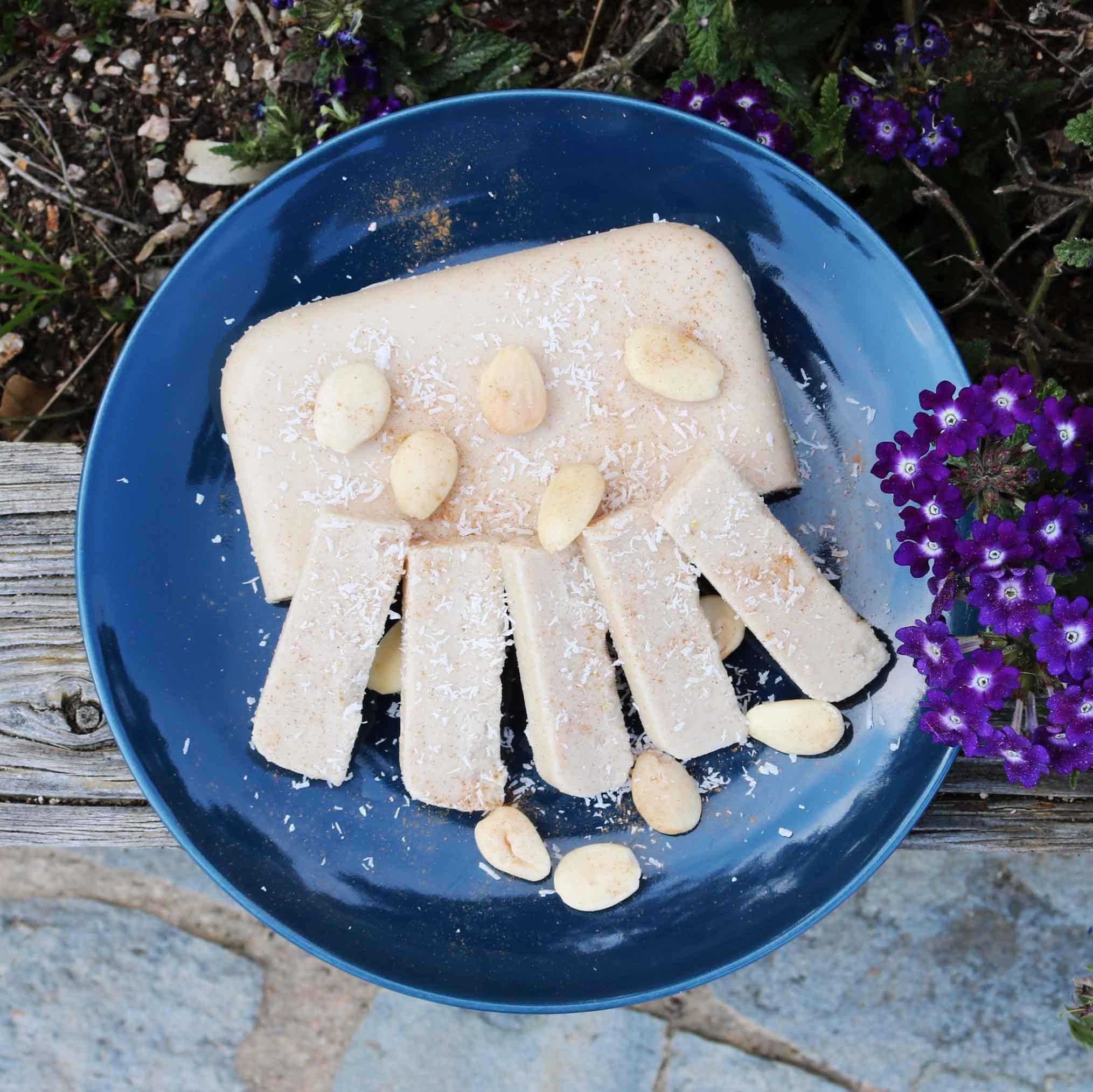 Receta de turrón vegano de coco y almendras con estevia sin azúcar