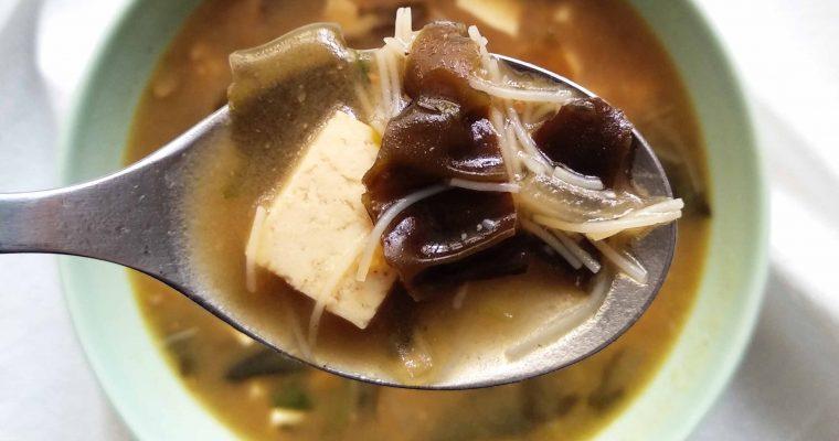 Sopa de miso con fideos de arroz