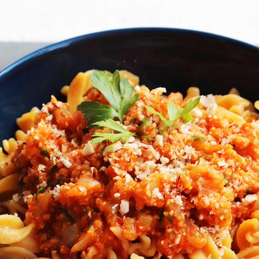Receta de salsa de boloñesa vegana con soja texturizada