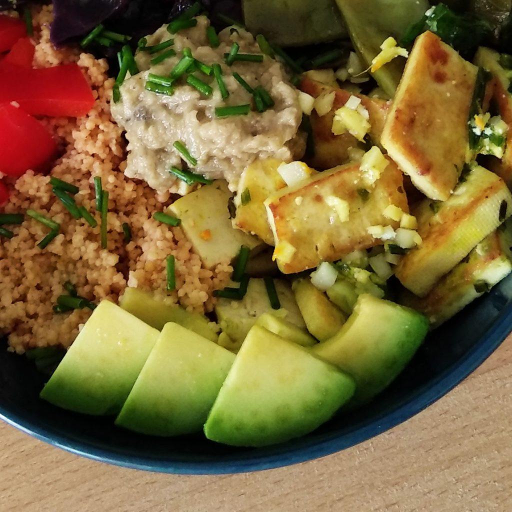 Receta de vegan bowl con cous cous de lentejas